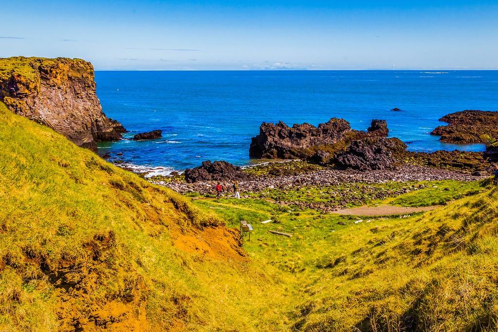 冰岛Arnarstapi,脚踏礁石_图1-25