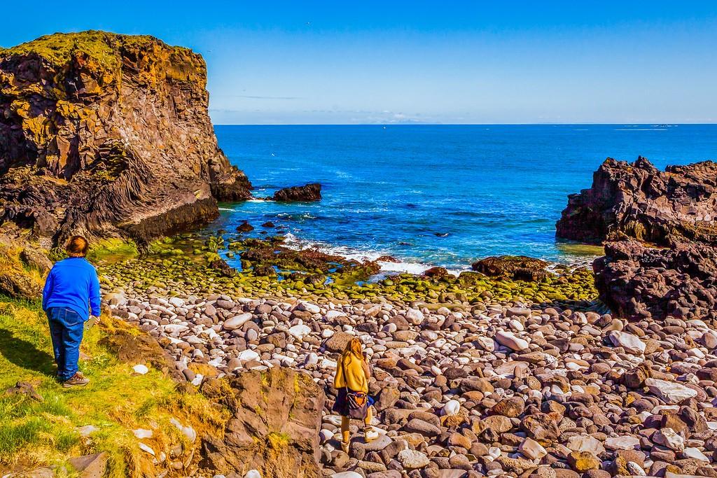 冰岛Arnarstapi,脚踏礁石_图1-38