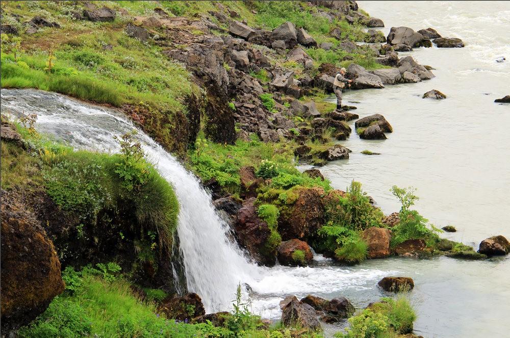 冰岛的两条瀑布与黑海滩_图1-5