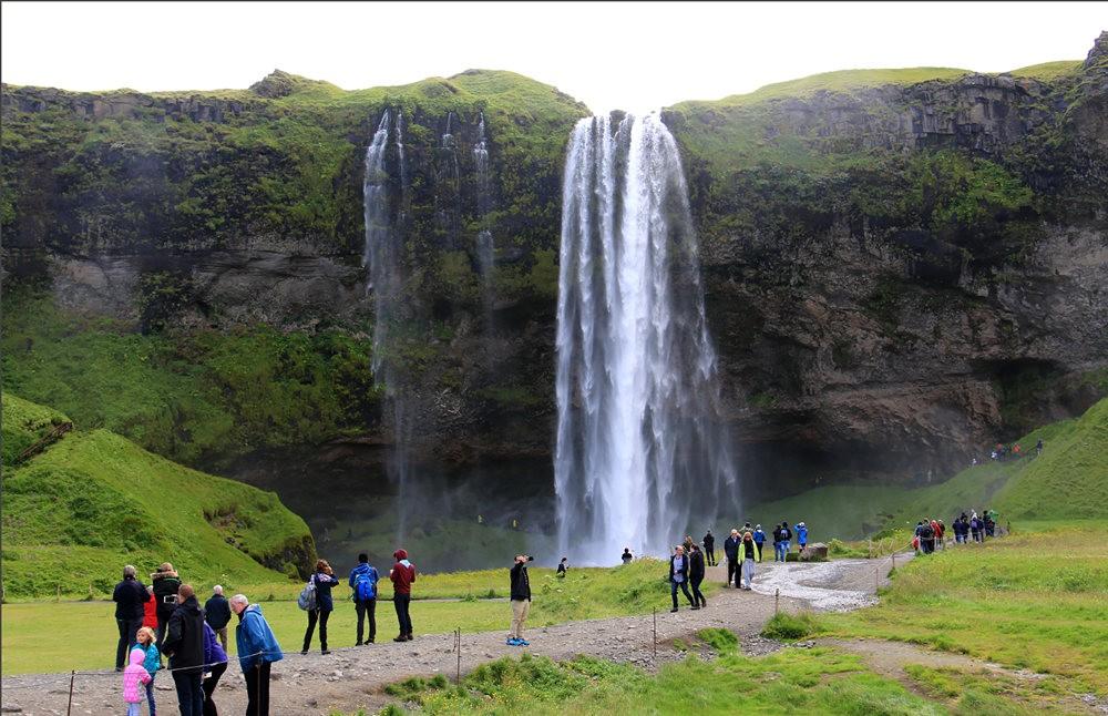 冰岛的两条瀑布与黑海滩_图1-10