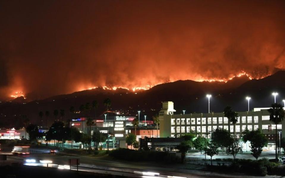 美国加州大火烧到自己的家门口来了_图1-2