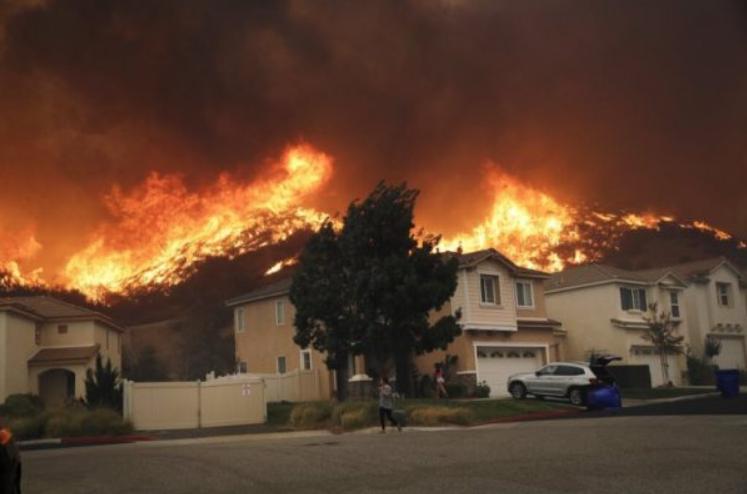 美国加州大火烧到自己的家门口来了_图1-4