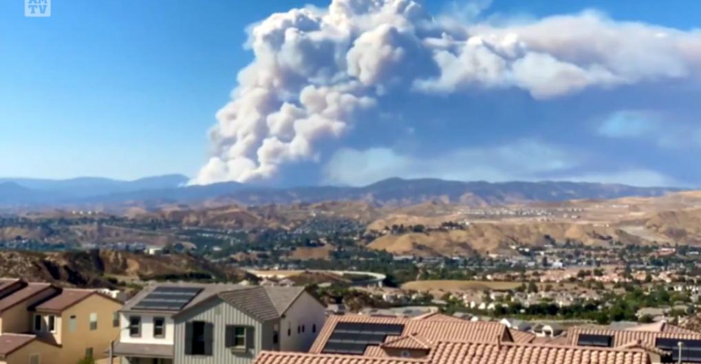 美国加州大火烧到自己的家门口来了_图1-1