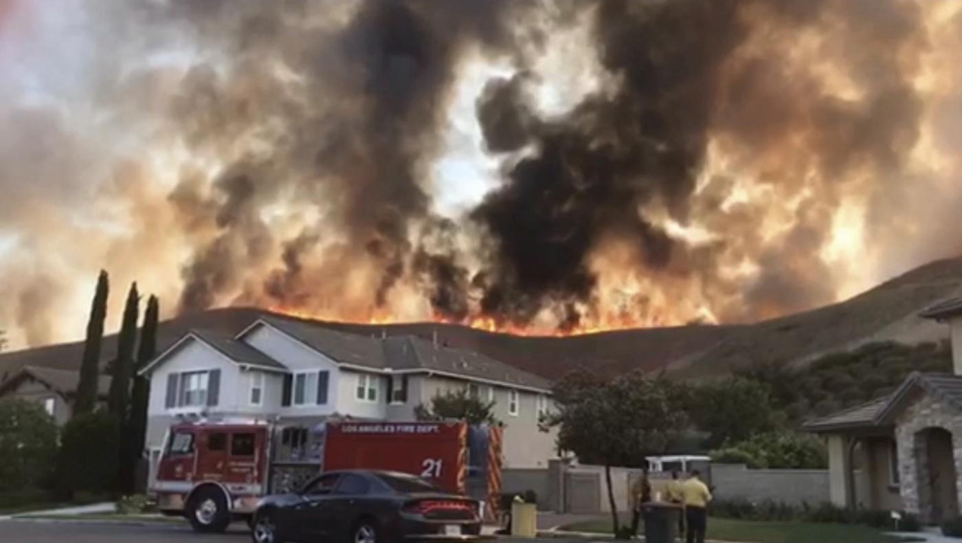 美国加州大火烧到自己的家门口来了_图1-5