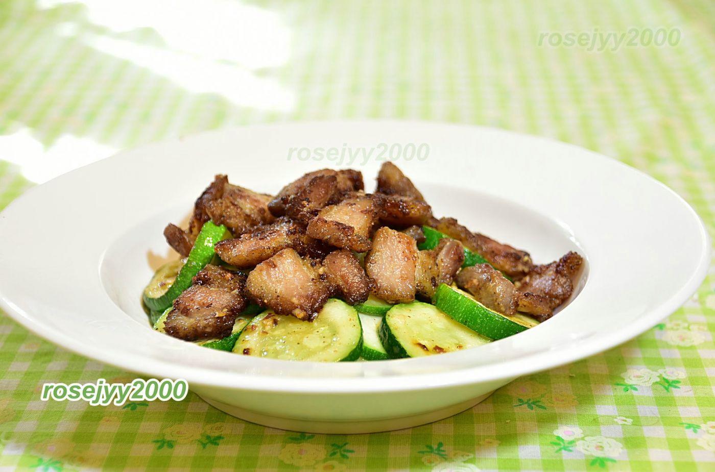 蒜茸咸猪肉炒西葫芦_图1-1