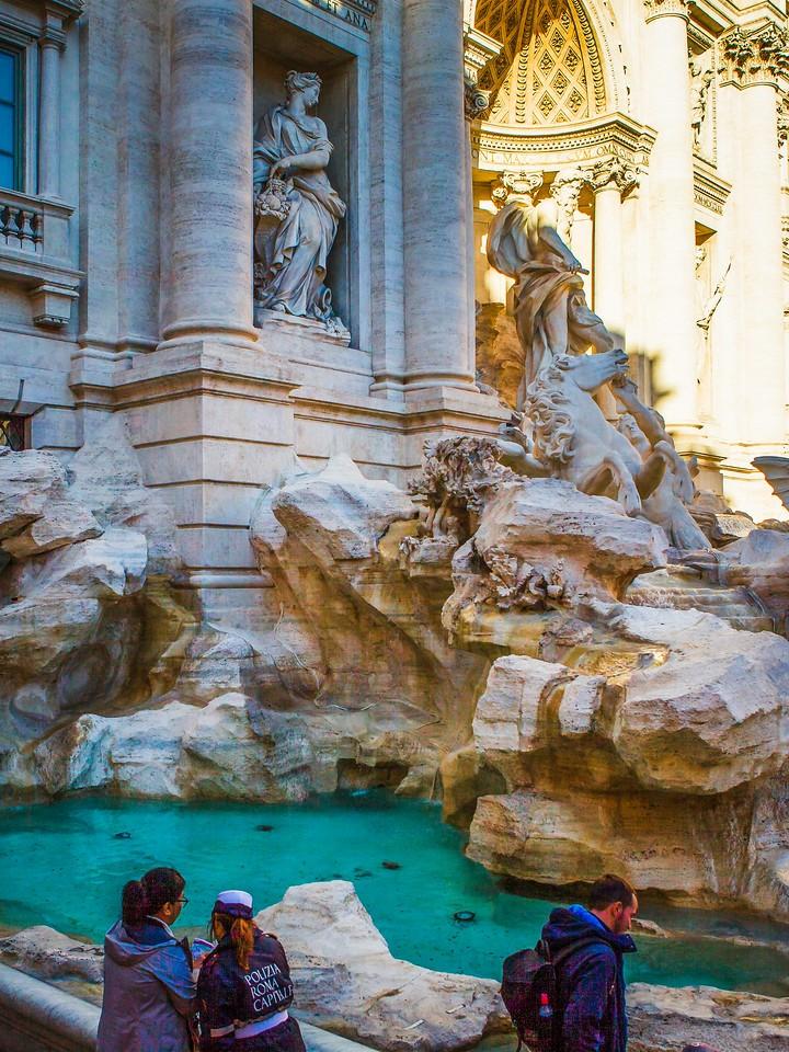 罗马特雷维喷泉(Trevi Fountain),闻名遐迩_图1-11