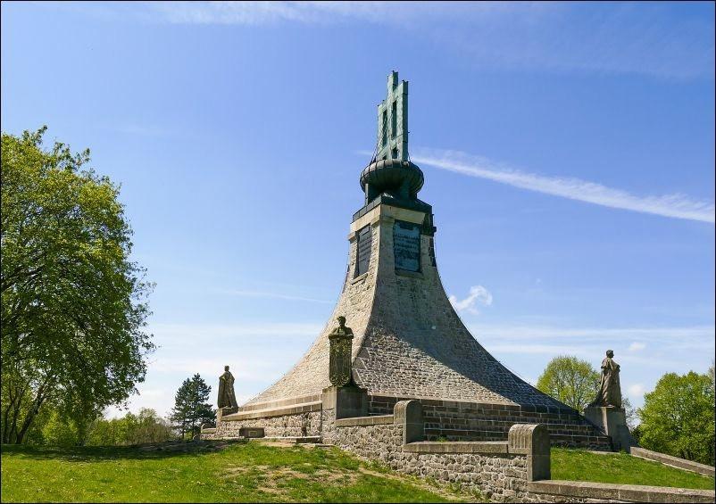 奥斯特里茨和平纪念碑_图1-1