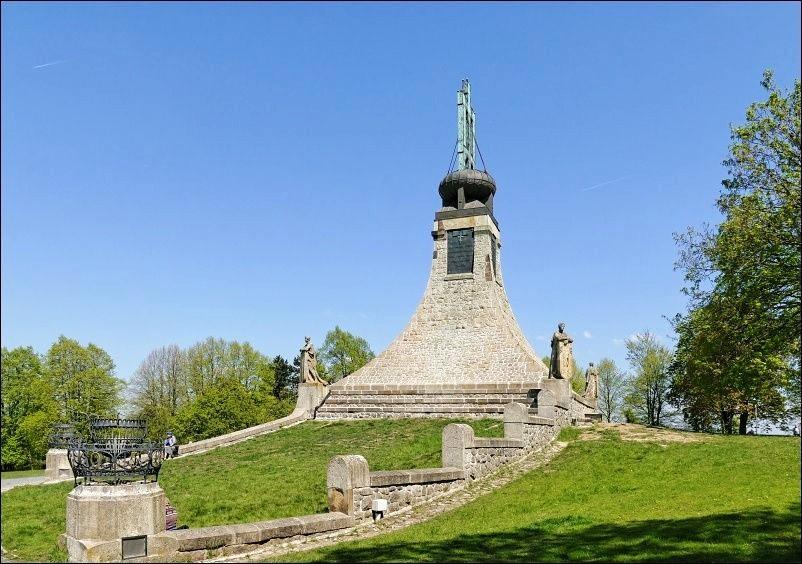 奥斯特里茨和平纪念碑_图1-2