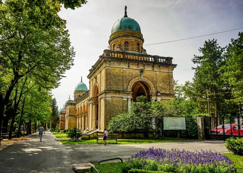 在萨格勒布参观米罗戈日公墓_图1-2