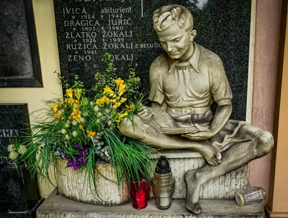 在萨格勒布参观米罗戈日公墓_图1-5