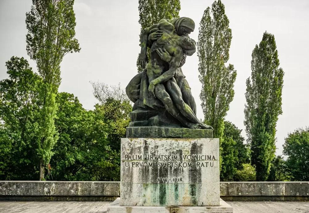 在萨格勒布参观米罗戈日公墓_图1-9
