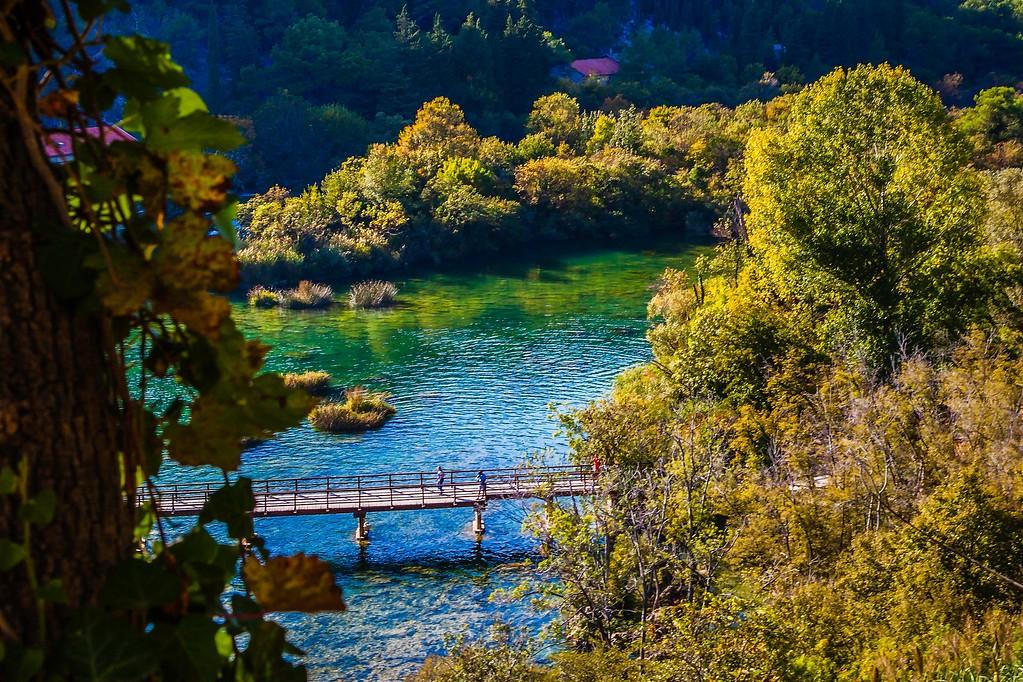 克罗地亚克尔卡国家公园(Krka National Park),脚下的瀑布_图1-11