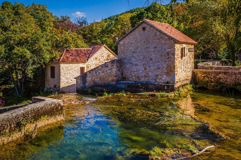 克罗地亚克尔卡国家公园(Krka National Park),脚下的瀑布_图1-6