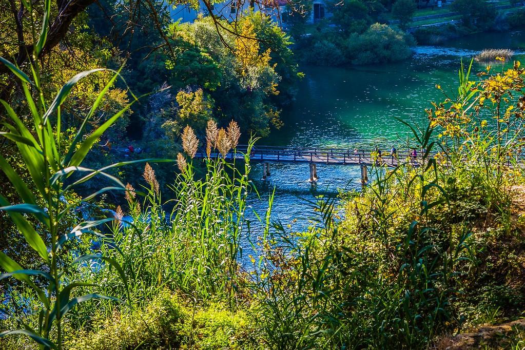 克罗地亚克尔卡国家公园(Krka National Park),脚下的瀑布_图1-2