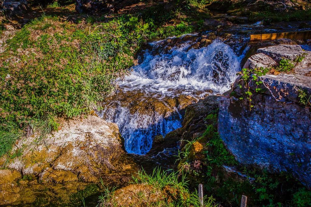 克罗地亚克尔卡国家公园(Krka National Park),脚下的瀑布_图1-7