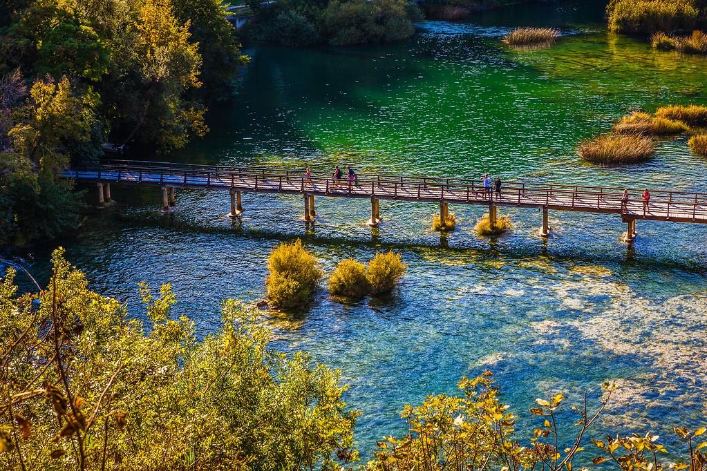 克罗地亚克尔卡国家公园(Krka National Park),脚下的瀑布_图1-1
