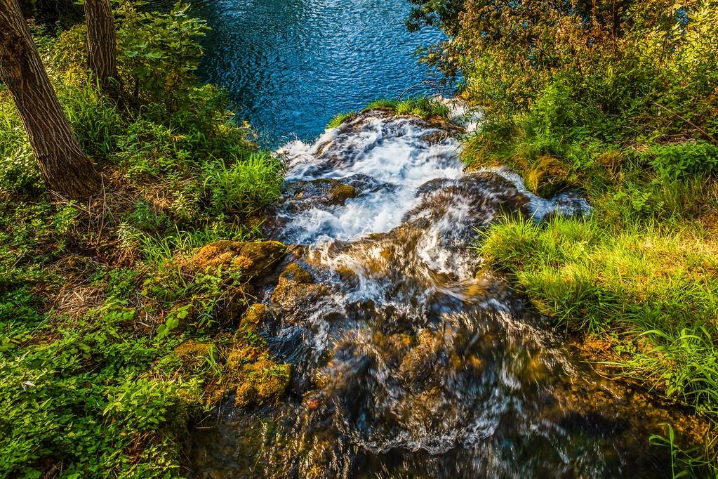 克罗地亚克尔卡国家公园(Krka National Park),脚下的瀑布_图1-4