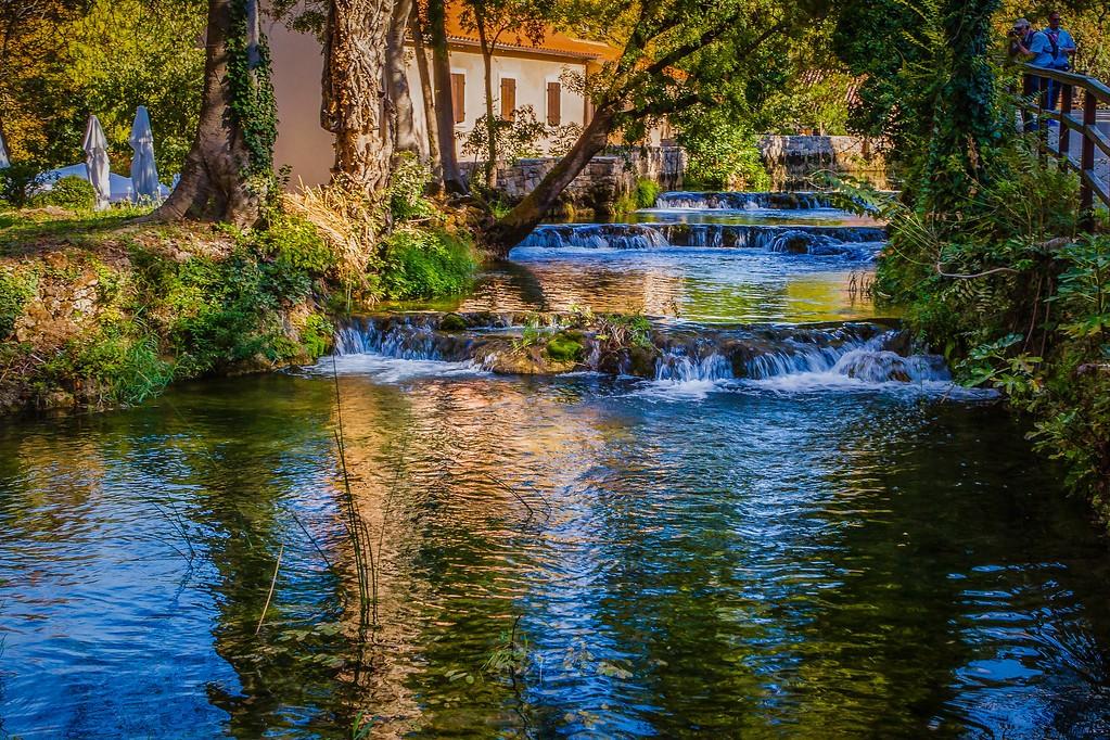 克罗地亚克尔卡国家公园(Krka National Park),脚下的瀑布_图1-18