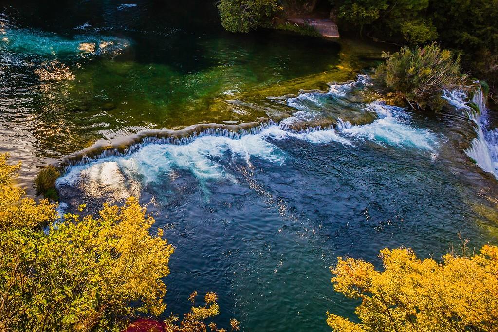 克罗地亚克尔卡国家公园(Krka National Park),脚下的瀑布_图1-20