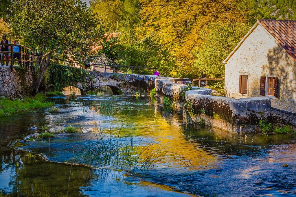 克罗地亚克尔卡国家公园(Krka National Park),脚下的瀑布_图1-21