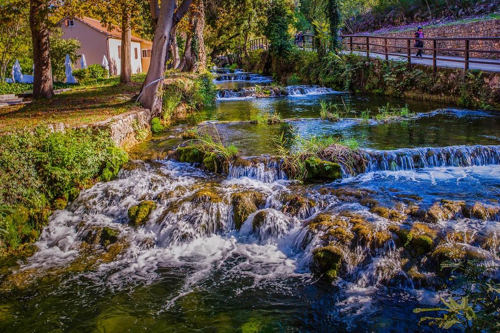 克罗地亚克尔卡国家公园(Krka National Park),脚下的瀑布_图1-27