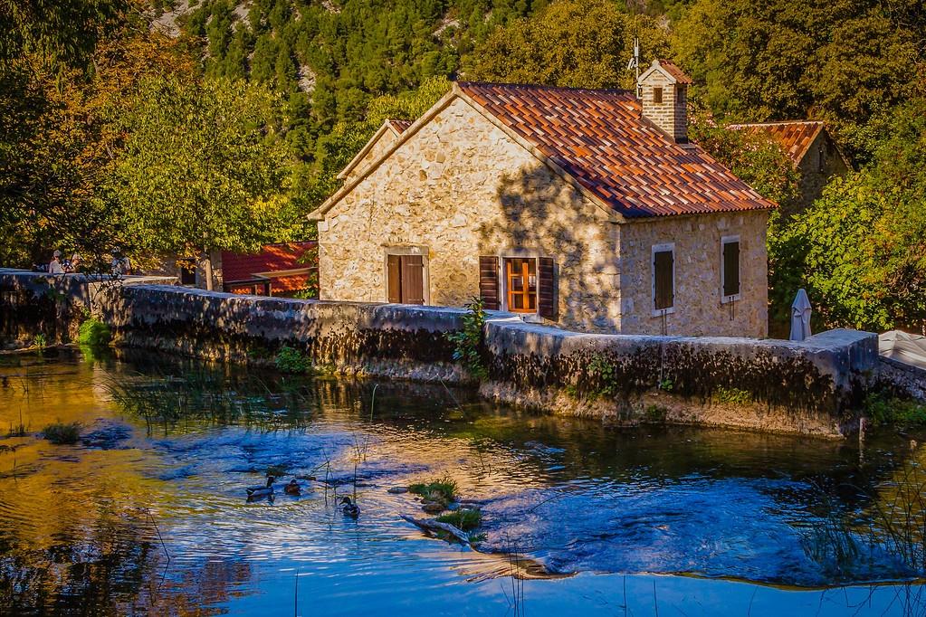 克罗地亚克尔卡国家公园(Krka National Park),脚下的瀑布_图1-28