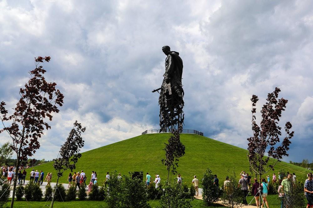 勒热夫战役纪念碑_图1-2