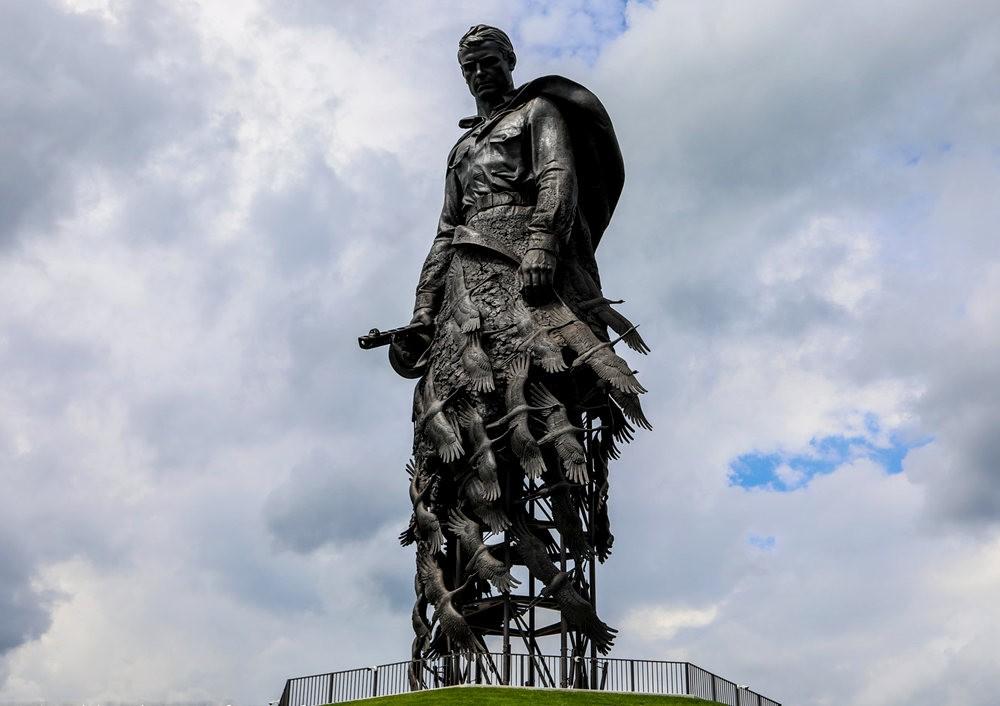 勒热夫战役纪念碑_图1-3