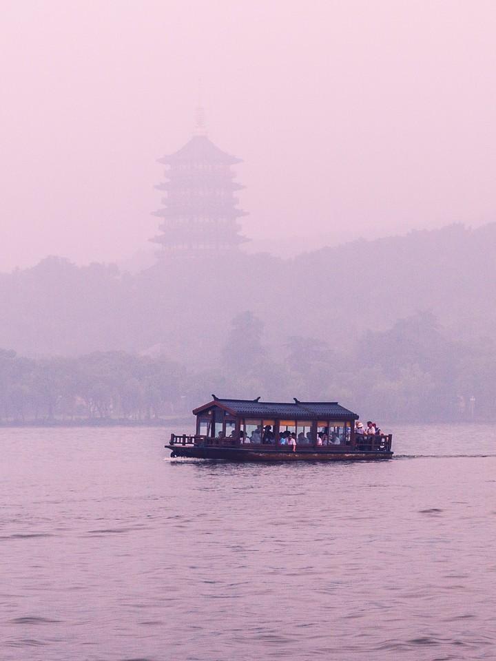 杭州西湖,荷花轻舟柳树_图1-3