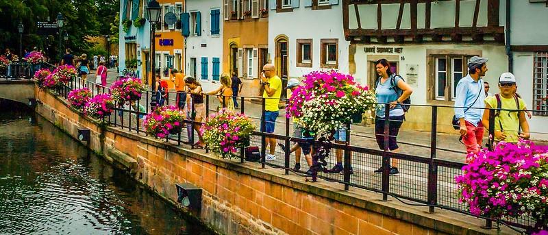 法国科尔马(Colmar),桥上看景_图1-2