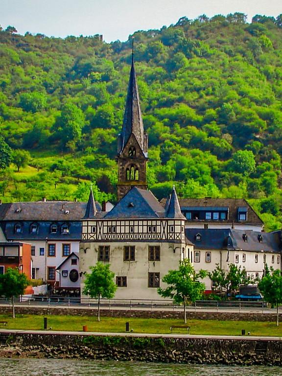 游莱茵河,两岸的城堡_图1-9