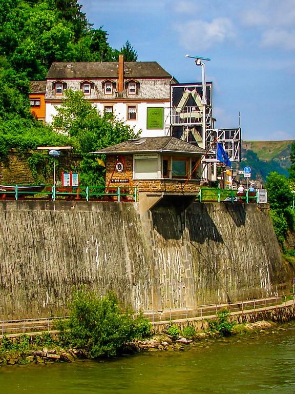 游莱茵河,两岸的城堡_图1-7