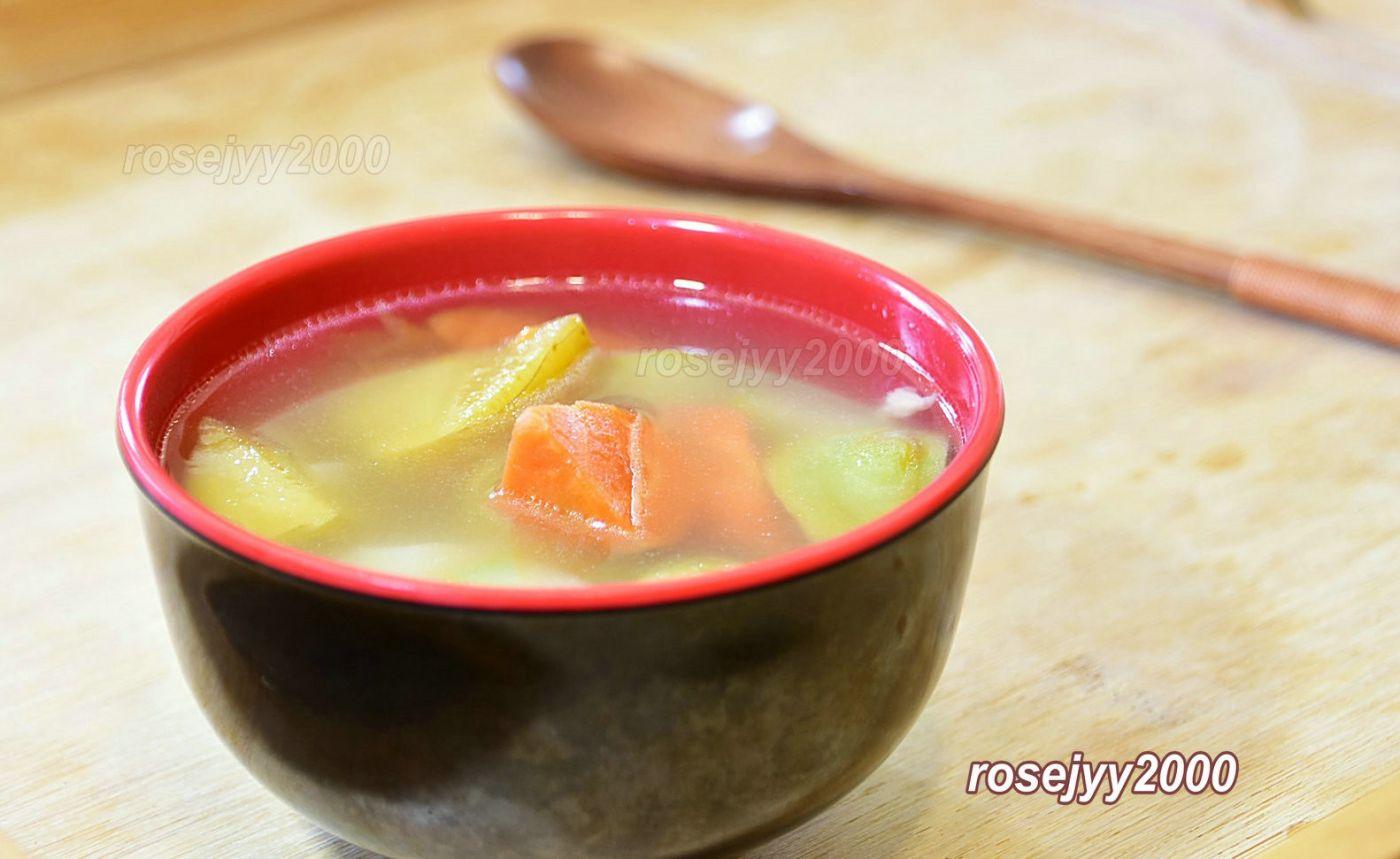 咸猪骨炖苹果汤_图1-1