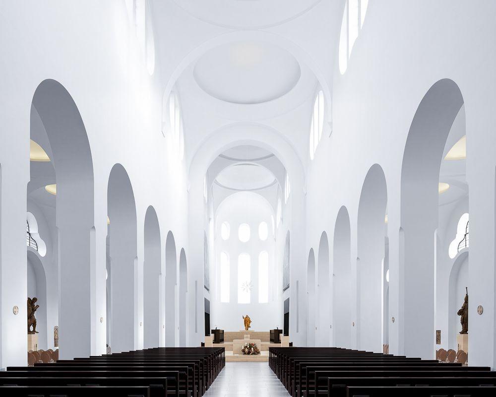 神圣的空间-纵观欧洲和日本各地的教堂_图1-2