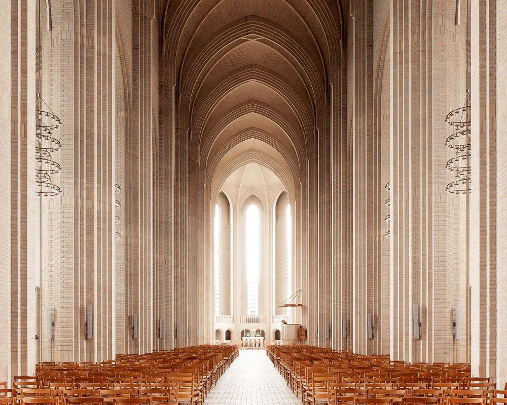 神圣的空间-纵观欧洲和日本各地的教堂_图1-4