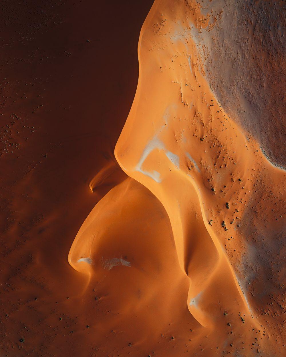 纳米比亚干旱景观引人注目的航拍照片_图1-4