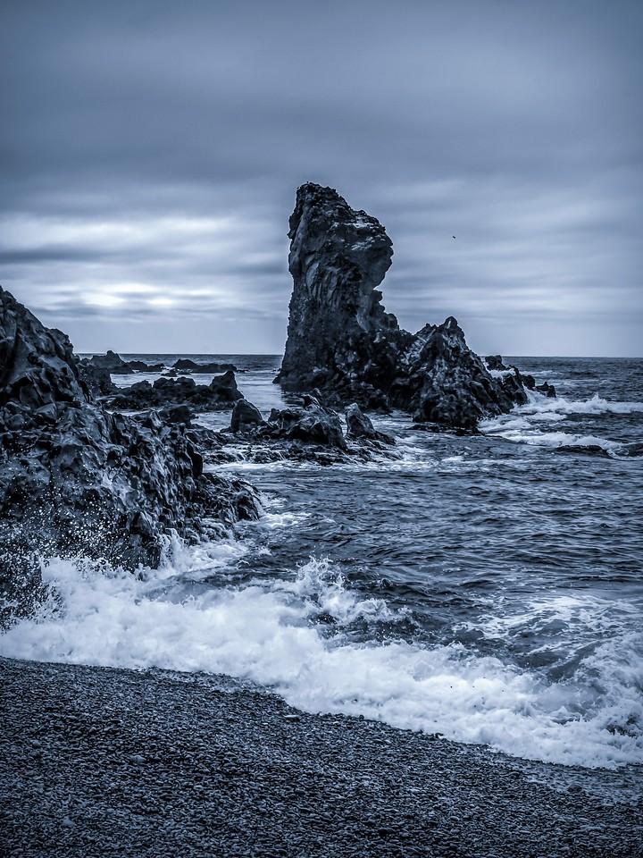 冰岛Djúpalónssandur沙滩,远近礁石_图1-1