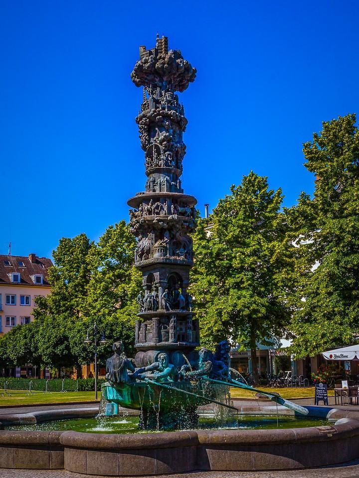 德国马克思城堡(Marksburg castle),路边雕塑_图1-5