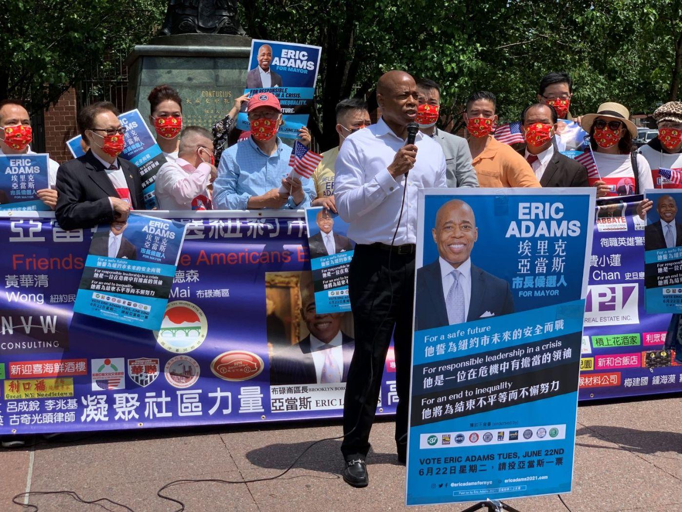 高娓娓:纽约市长竞选人亚当斯拜访唐人街社区民众_图1-7