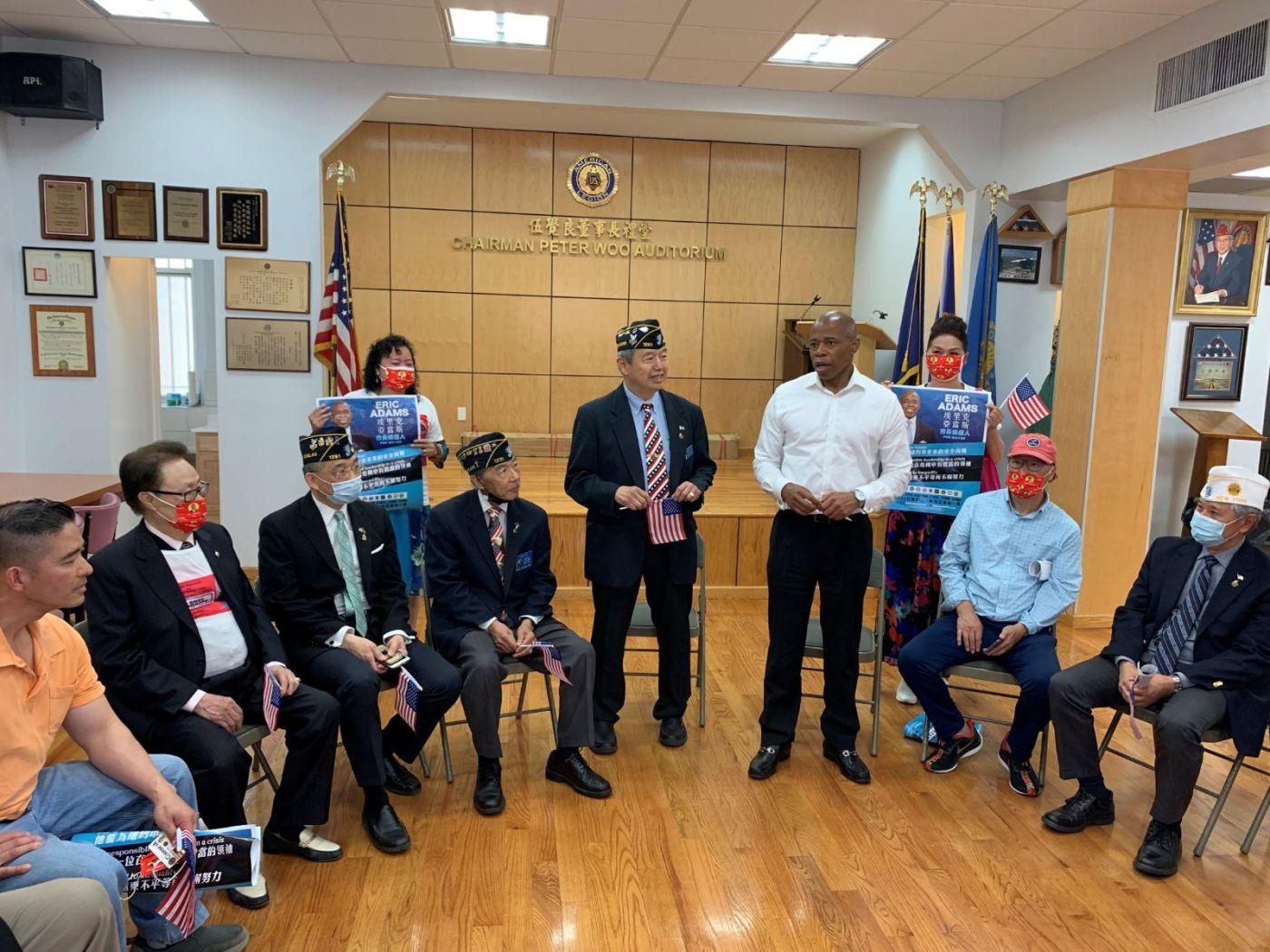 高娓娓:纽约市长竞选人亚当斯拜访唐人街社区民众_图1-15