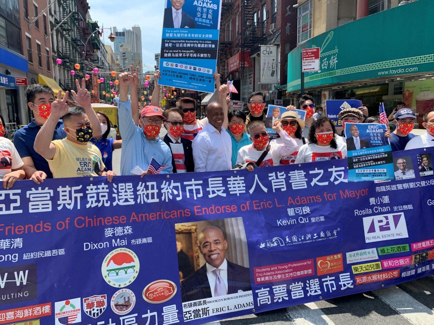 高娓娓:纽约市长竞选人亚当斯拜访唐人街社区民众_图1-20