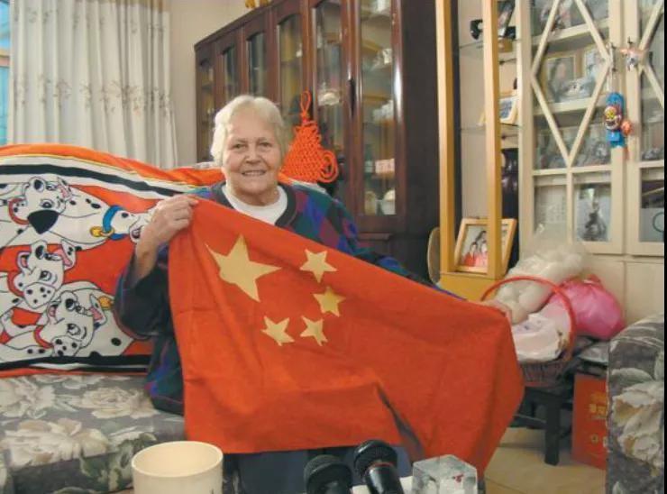 美国女孩嫁中国老公,扎根河南70年:不要叫我外教,因为我是中国人 ..._图1-1