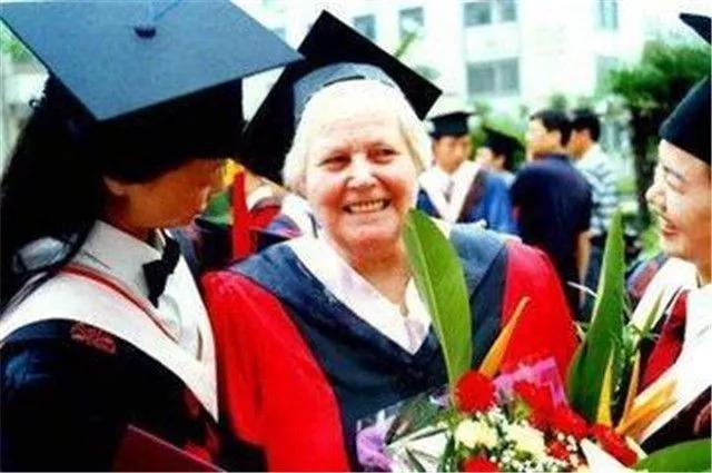 美国女孩嫁中国老公,扎根河南70年:不要叫我外教,因为我是中国人 ..._图1-15