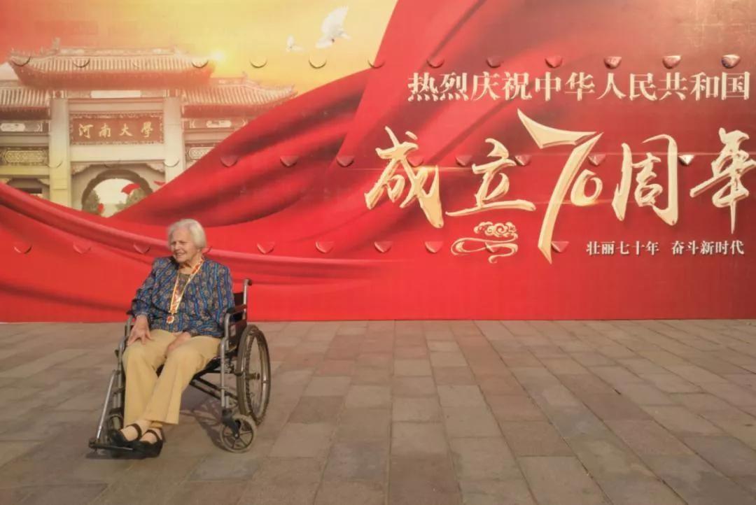 美国女孩嫁中国老公,扎根河南70年:不要叫我外教,因为我是中国人 ..._图1-21