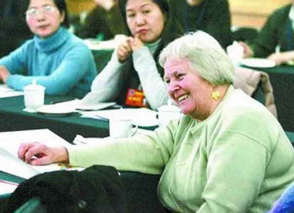 美国女孩嫁中国老公,扎根河南70年:不要叫我外教,因为我是中国人 ..._图1-16