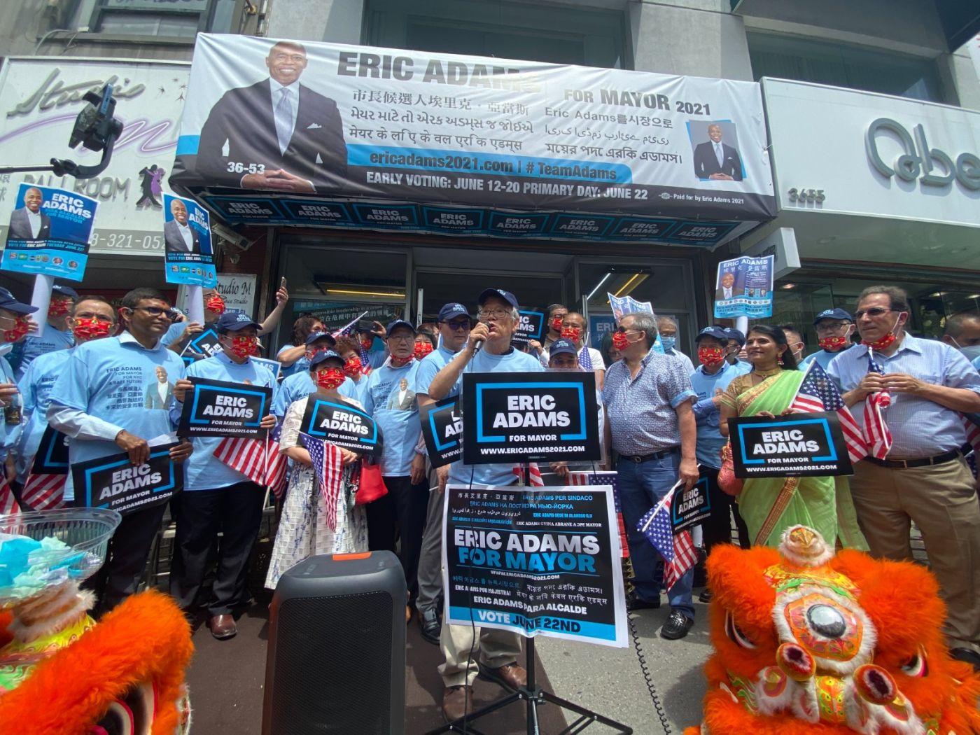 美国V视高娓娓:亚当斯法拉盛竞选办公室启用,全力争取亚裔选票 ..._图1-8