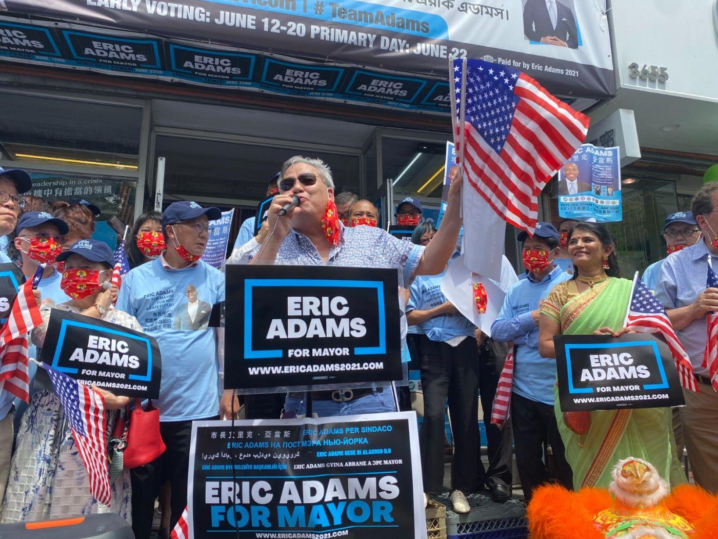 美国V视高娓娓:亚当斯法拉盛竞选办公室启用,全力争取亚裔选票 ..._图1-4