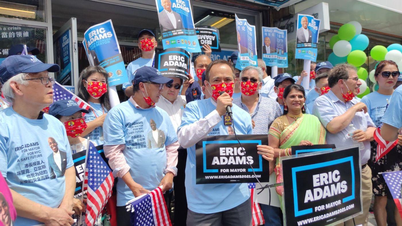 美国V视高娓娓:亚当斯法拉盛竞选办公室启用,全力争取亚裔选票 ..._图1-2