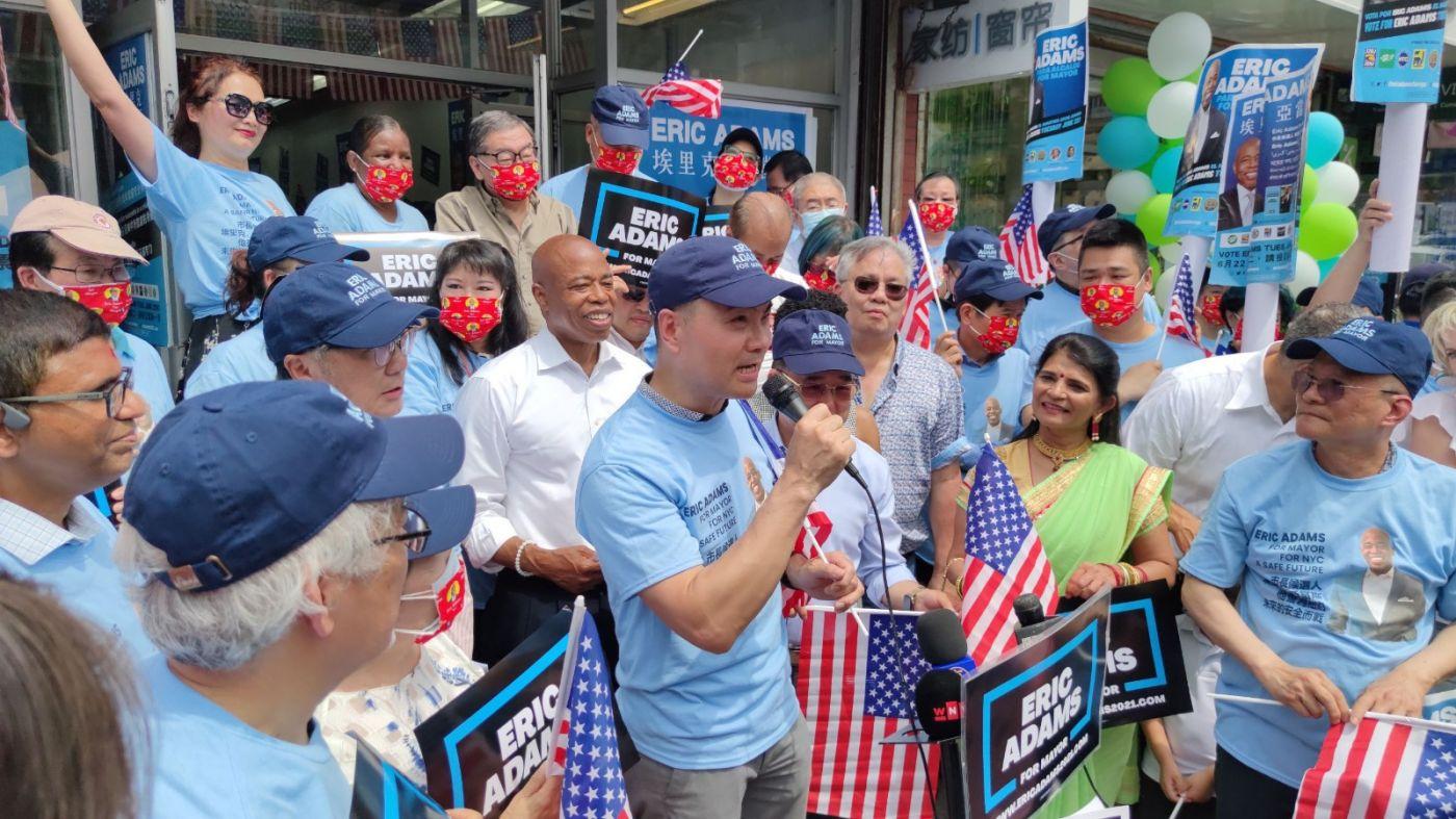 美国V视高娓娓:亚当斯法拉盛竞选办公室启用,全力争取亚裔选票 ..._图1-3