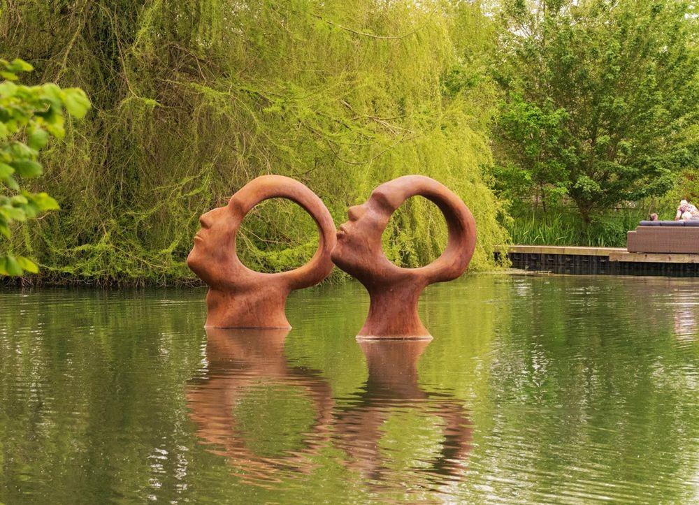 多塞特湖边的雕塑_图1-2